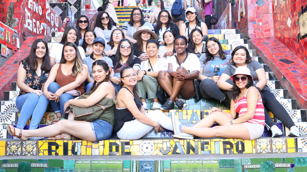 Honors program scholars and alums on the Escadaria Selaron in Rio de Janeiro, Brazil.