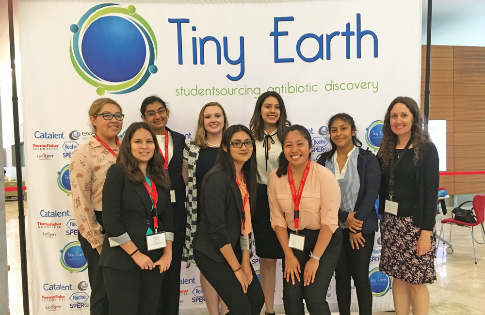 The team of Mount science students who presented their antibiotics research at the 2018 Tiny Earth Symposium this summer, in Madison, Wisc.